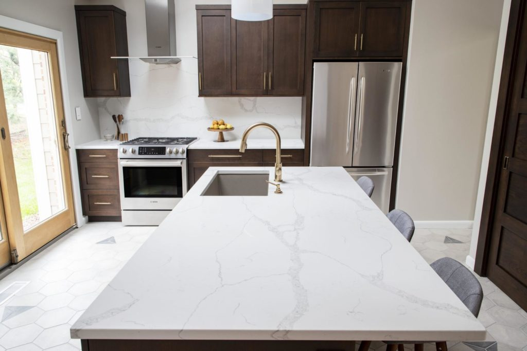 A white and grey quartz kitchen countertop.